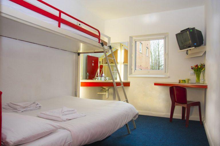 Metro-red-room-1024x683